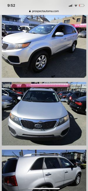 2011 Kia Sorento AWD 3rd Row Seating Tow Hitch Winter Ready for Sale in Boston, MA
