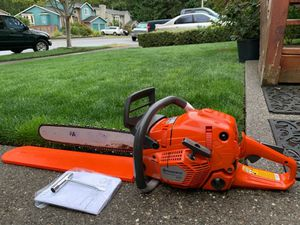 "Husqvarna 555 Chainsaw Professional w/ 20"" bar , like new for Sale in Lake Stevens, WA"