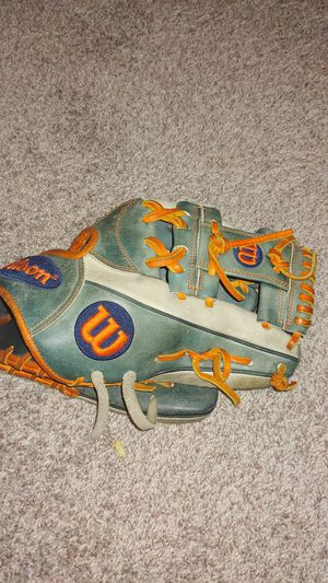 Wilson baseball glove a2000 for Sale in Plano, TX