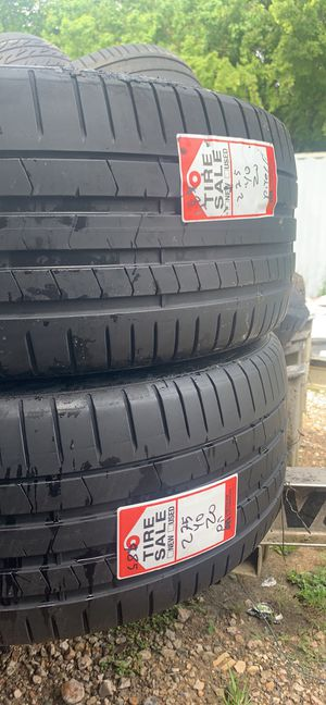 2 275/40/20 pirelli for Sale in Pearland, TX