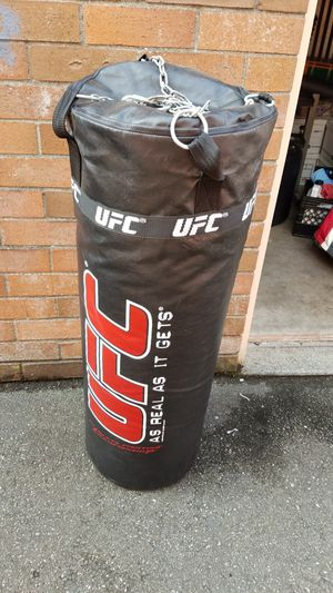 UFC 100lb Heavy Bag for Sale in Mukilteo, WA