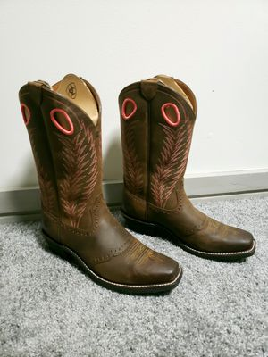NEW Ariat Cowgirl Boots - 10B for Sale in Cleveland, OH