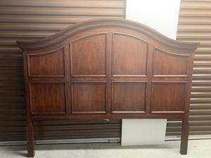 King Wood Bedframe for Sale in Port Richey, FL