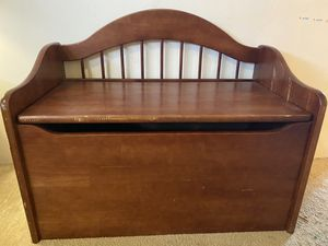 Kid Kraft wood toy chest for Sale in San Diego, CA