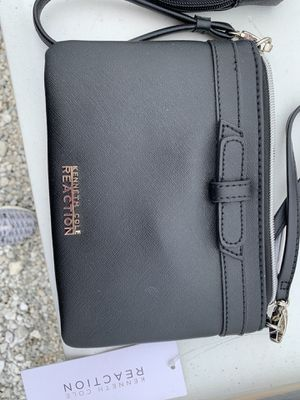 Kenneth Cole purse for Sale in Brunswick, OH