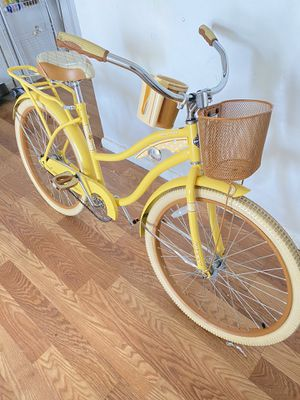 """Huffy """"26"""" inch Beach Cruiser Bike (Yellow) excellent condition for Sale in Fort Lauderdale, FL"""