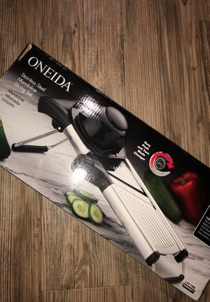 Oneida Stainless steel slicing set for Sale in Ontario, CA