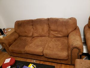 Free couch in hyde park. Must pick up Saturday for Sale in Chicago, IL