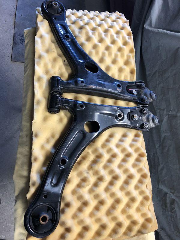 2014-2019 Toyota Corolla Control Arms DRIVER & PASSENGER SIDE OEM
