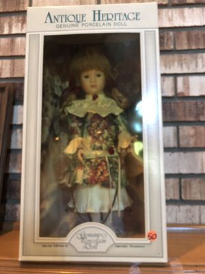 Antique Heritage Porcelain Doll for Sale in Sterling Heights, MI