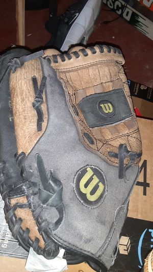 4 leather Baseball gloves. 2-Right handed Eastons, 1 Left handed Wilson, and 1- Right handed Louisville Slugger. for Sale in San Antonio, TX