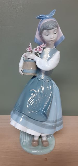 Lladro girl with flower basket. for Sale in Lake Stevens, WA
