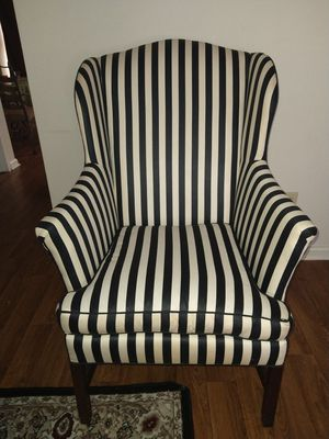 Black & White Chair smoke and pet free home for Sale in Murfreesboro, TN