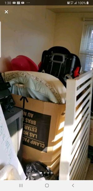 Whole Box w/Baby Bed/Toddler Bed, Bassinet, Car Seat & More for Sale in Chicago, IL
