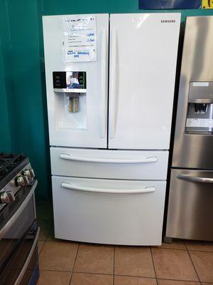 Refrigerator Samsung 4 Door for Sale in Lakewood, CA