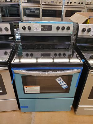 Frigidaire Electric Stove for Sale in Buena Park, CA