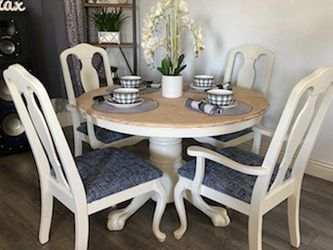 4 Chair Round Table for Sale in Woodville, CA
