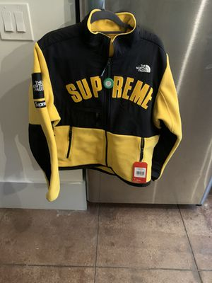 Authentic supreme x north face jacket for Sale in Los Angeles, CA