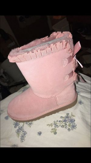 Kids size 3 brand new uggs for Sale in Brooklyn, NY