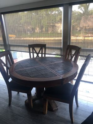Dining room set and more for Sale in Lauderdale Lakes, FL