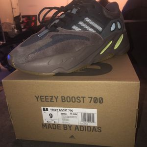 YEEZY MUAVE 700 SIZE 9 BRAND NEW for Sale in Washington, DC