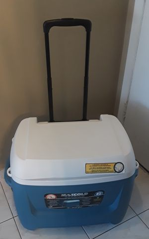 Igloo Maxcold Cooler 62 Quart Excellent Condition for Sale in Miami Beach, FL