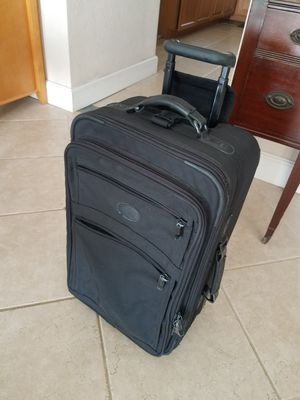 22 inch carry-on luggage suitcase for Sale in Pompano Beach, FL