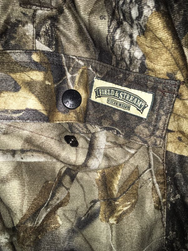"Field & Stream Men's XL Waterproof Cargo Hunting Pants Realtree Hardwood Camo. Condition is ""Pre-owned"". 30"" in seem. No rips, tears, stains."