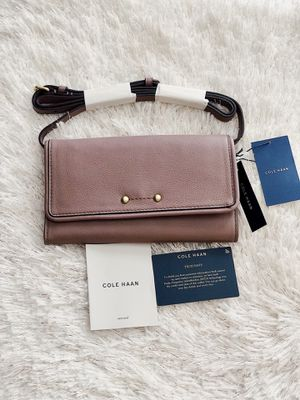 ✨New COLE HAAN Jade Leather Smartphone Crossbody Wallet Bag Twilight Mauve for Sale in Spring, TX