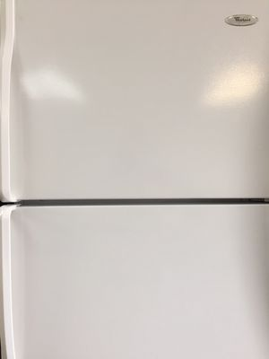 Whirlpool apartment size refrigerator for Sale in Fort Lauderdale, FL