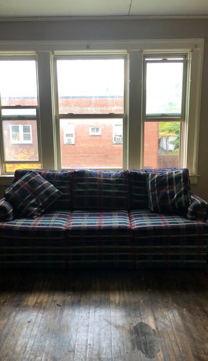 Couch in good condition for Sale in Buffalo, NY