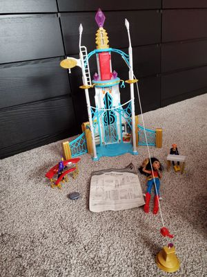 DC Super hero girl play-set with dolls for Sale in Roselle, IL