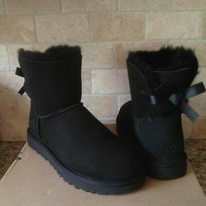 UGG Bailey Bow II Women's Boots Black for Sale in MENTOR ON THE, OH