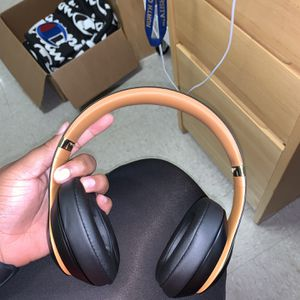 Authentic Beats by Dre Studio 3 Wireless Headphones for Sale in Owings Mills, MD