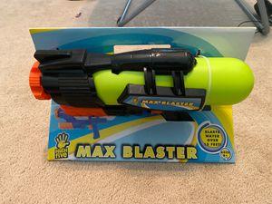 Brand new water gun for Sale in MAGNOLIA SQUARE, FL