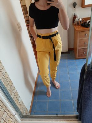 Yellow Cargo Pant with Buckled Belt (Size M) for Sale in Wenatchee, WA