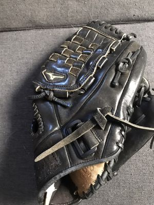 Mizuno softball glove for Sale in Riverbank, CA
