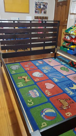Queen size bed frame just needs middle boards really nice for Sale in San Jose, CA