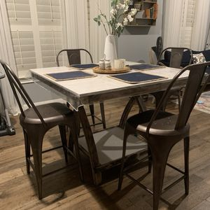 Breakfast Area Table for Sale in Sugar Land, TX