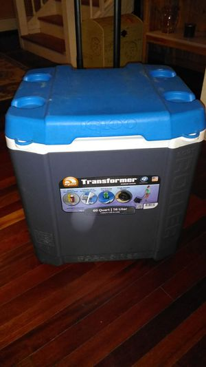 Igloo Tranformer Wheeled Cooler for Sale in Sterling, MA