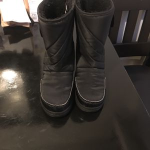 Kids Snow Boots Size 2 for Sale in Los Angeles, CA
