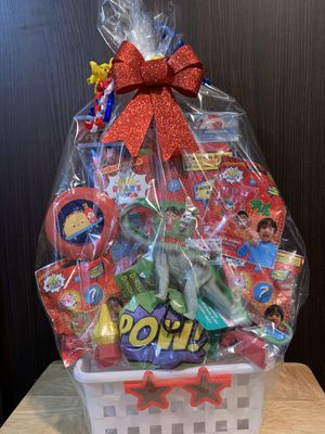 RYANS WORKD CHRISTMAS GIFT BASKET ONLY ONE OF A KIND for Sale in Fountain Valley, CA