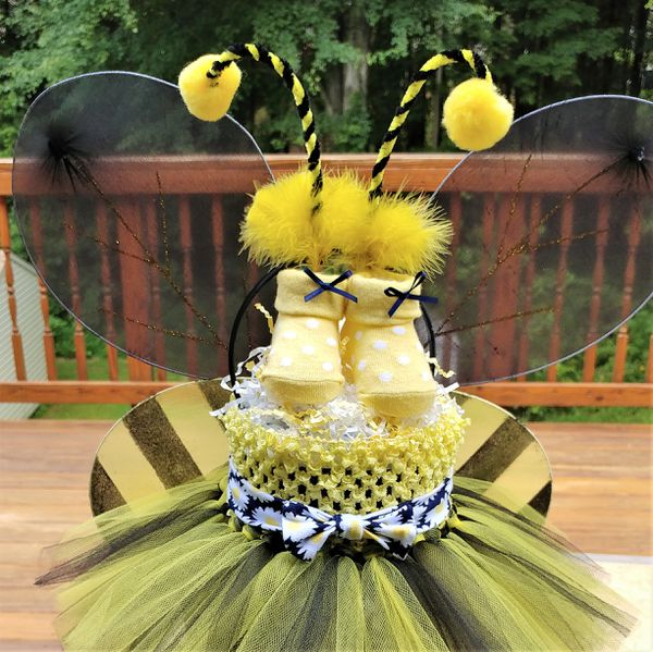 Bumble Bee Diaper Cake- This is an adorable three tier yellow and black cake.
