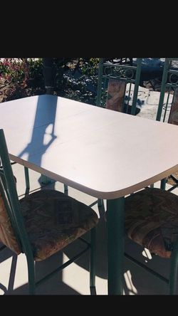 """6 Dining Chairs and Table ,it Is In Good Condition ! Dimensions/Measurements: Length:56"""" Depth:37"""" Height:31"""" for Sale in Cypress,  CA"""