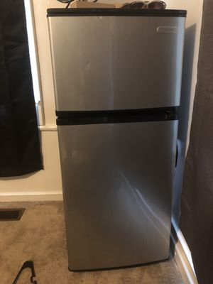 Large min refrigerator for Sale in Williamsport, PA