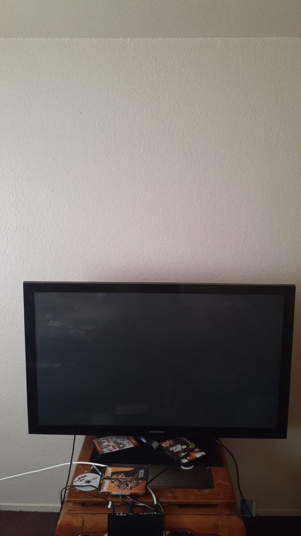 60 inch flat screen TV work very good 320 best offer the mosa. Take is 200