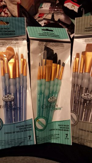 Royal langnickel Crafters Choice paint brush Lot Brown taklon Golden taklon and black taklon for Sale in Lakewood, WA