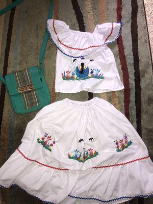 Traje Típico Nicarguense con 2 bolsos for Sale in Miami, FL