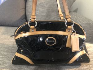 Gently used Coach Purse.... This is a real authentic Coach Purse I don't use anymore. In great condition just doesn't hold all I want. for Sale in Lakewood, CO