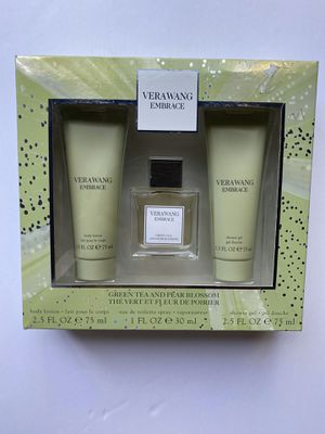 Vera wang embrace green tea and pear blossom for Sale in Salinas, CA